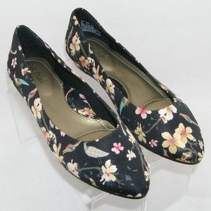 Soft Style by Hush Puppies floral flats 6M 37